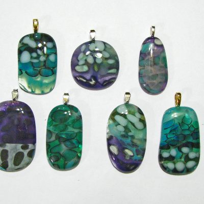 http://snowflakeglass.com/wp-content/uploads/2016/05/pebble-pendants-400x400.jpg