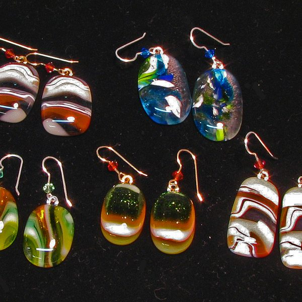 http://snowflakeglass.com/wp-content/uploads/2016/09/earrings1-600x600.jpg